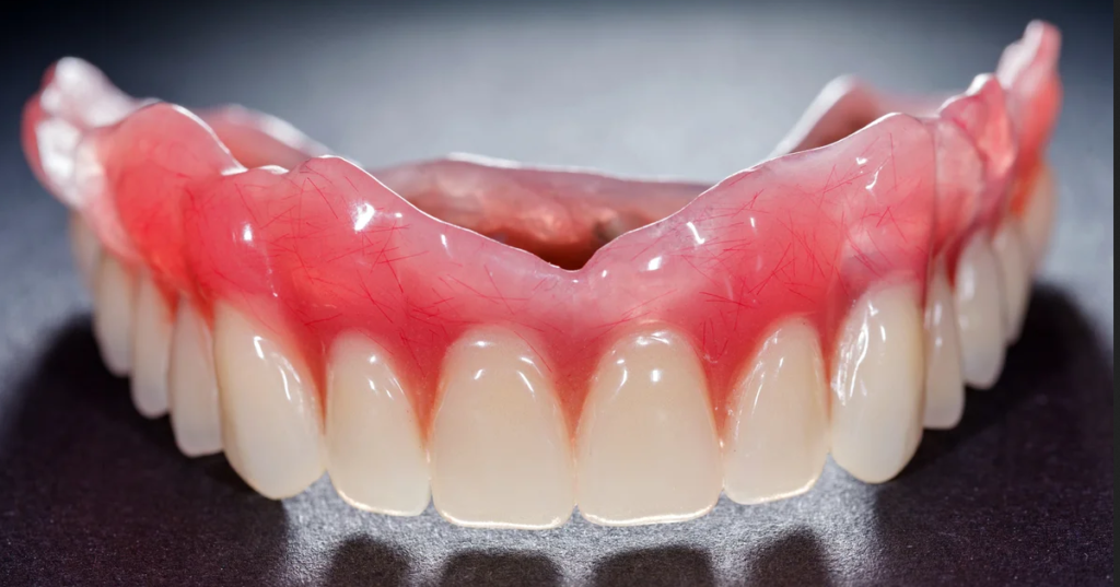 Зубной протез из нейлона