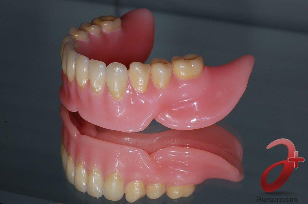 Полностью съемный мягкий зубной протез